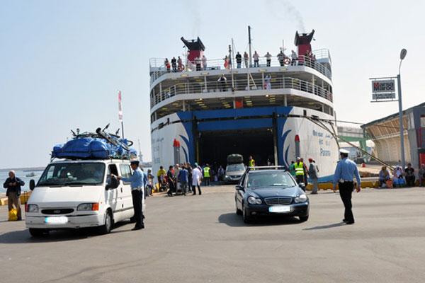 ربع المغاربة يرغبون في الهجرة إلى الخارج