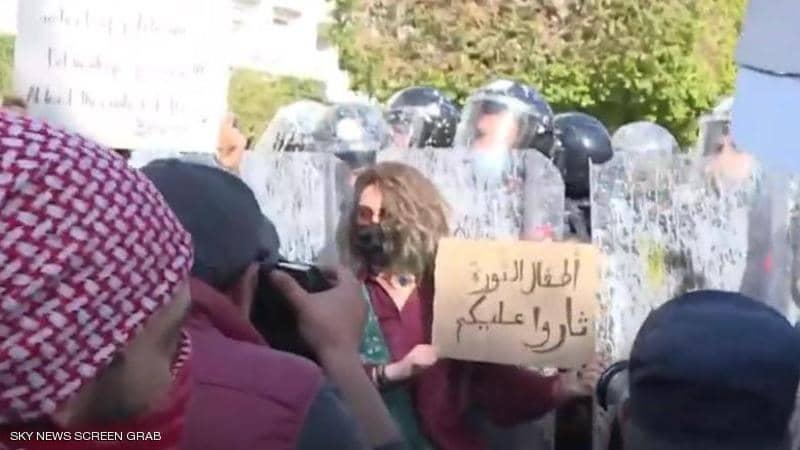 """تونس.. احتجاجات تطالب بـ""""إسقاط النظام والنهضة"""""""