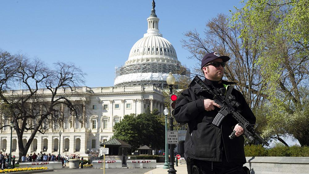 قبل تنصيب بايدن.. اعتقال شخص يحمل أوراق اعتماد مزيفة ومسدسا وأكثر من 500 طلقة