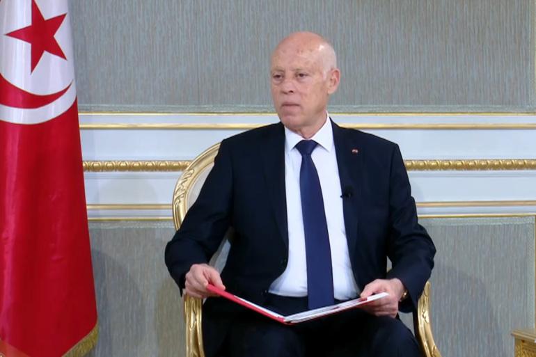 الرئاسة التونسية تتلقى ظرفا مشبوها يحتوي على مسحوق  غاز الريسين القاتل