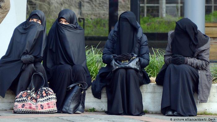 63 بالمئة من السويسريين يؤيدون حظر النقاب في الأماكن العامة
