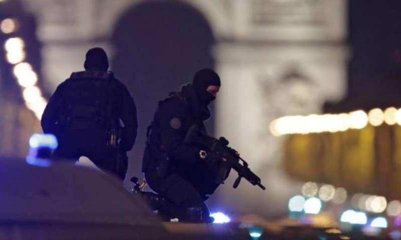 تفكيك شبكة كبيرة لتهريب الأسلحة بفرنسا