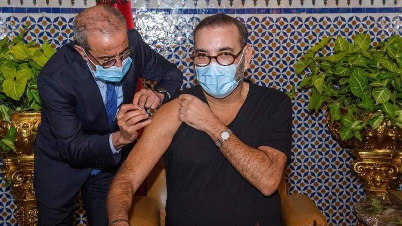 الملك  محمد السادس يتلقى الجرعة الأولى من اللقاح المضاد لكورونا