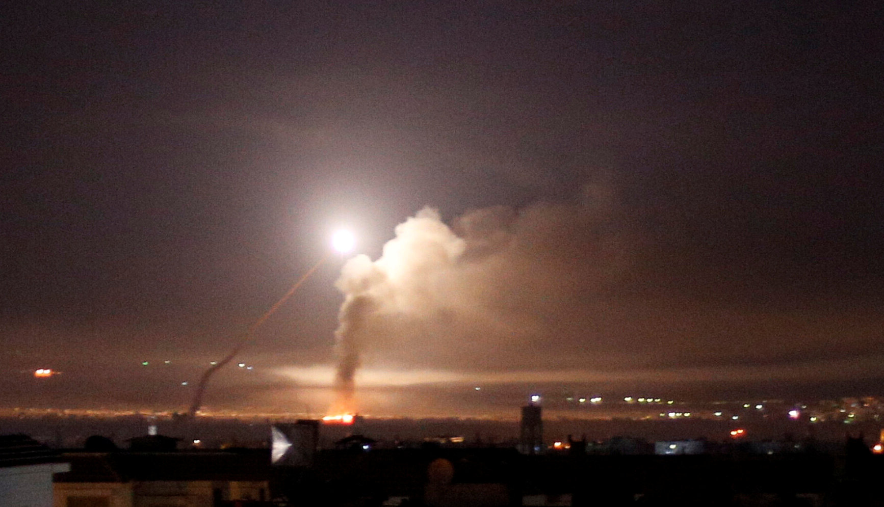 قصف إسرائيلي لأهداف سورية