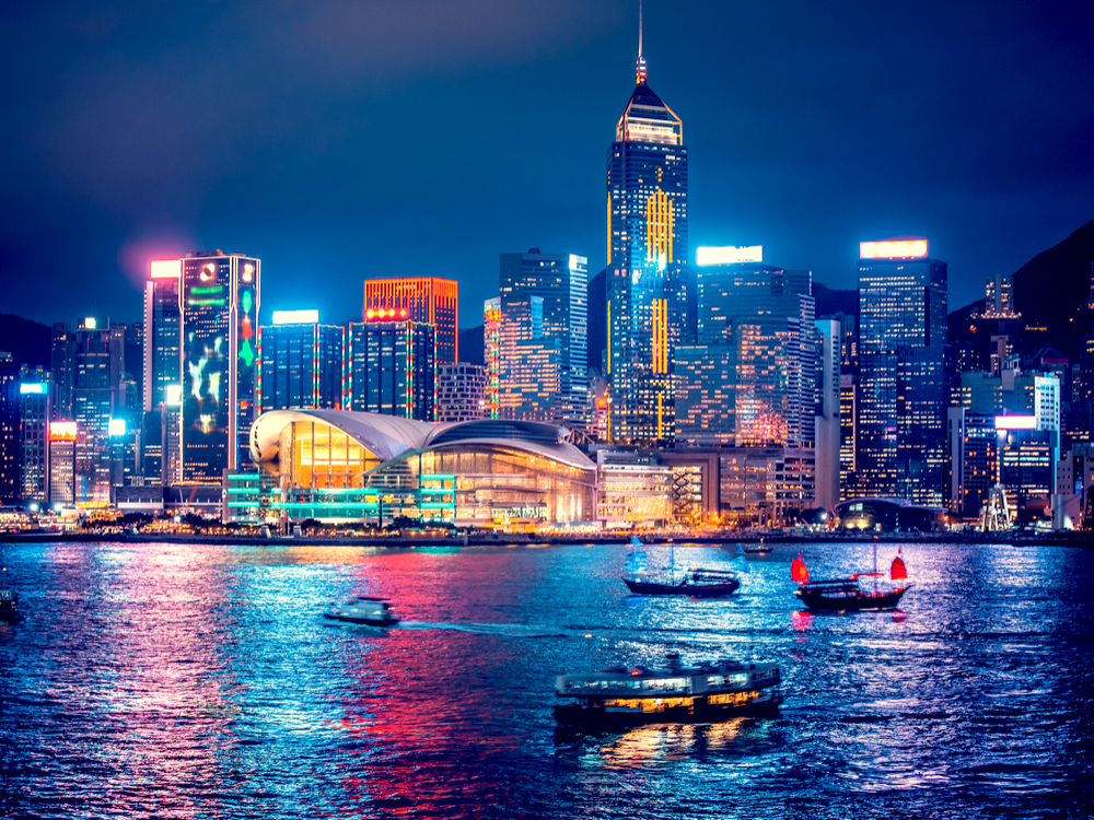 هونغ كونغ تمدد فترة الحجر صحي للوافدين إليها إلى ثلاثة أسابيع