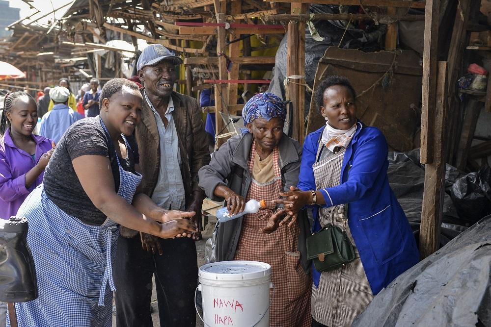 جنوب إفريقيا تتوقع تأخر لقاح كورونا وسط انتشار سلالة جديدة