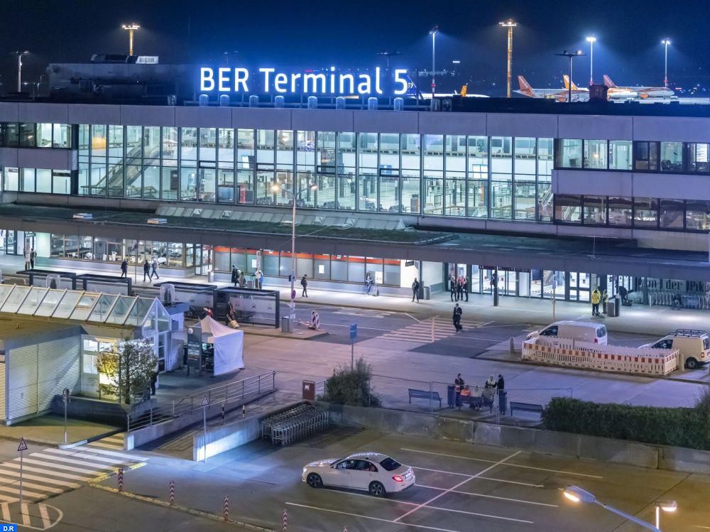 ألمانيا تحظر دخول المسافرين من 5 دول