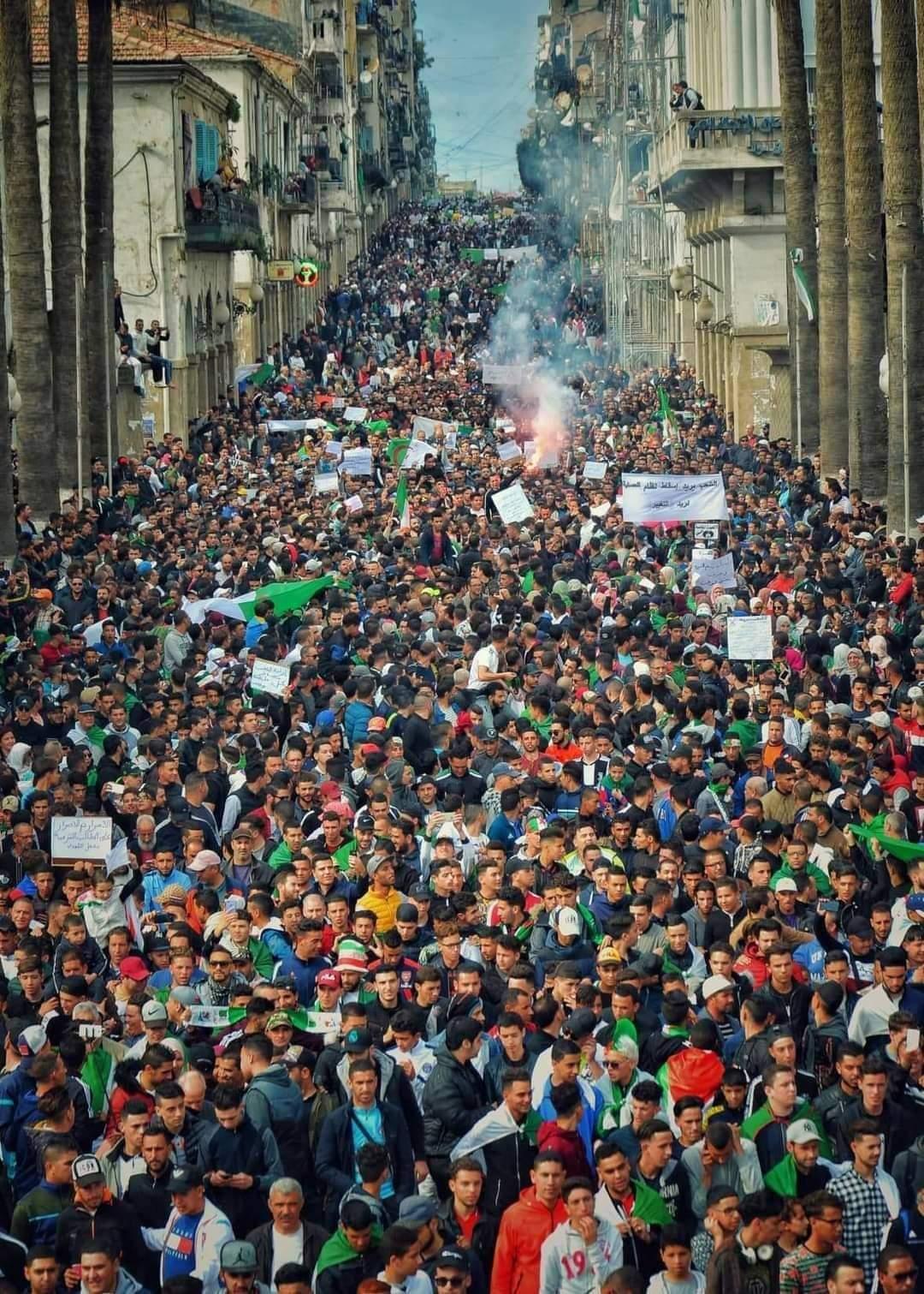 في الذكرى الثانية للحراك ، شوارع المدن الجزائرية تغلي بآلاف المسيرات الشعبية الحاشدة المطالبة بإسقاط النظام العسكري