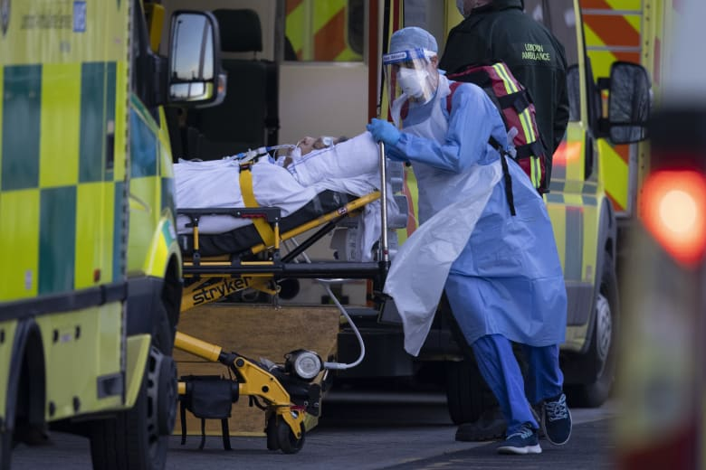 بريطانيا.. 915 وفاة جديدة بكورونا