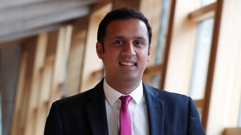 مسلم يقود حزبا سياسيا في بريطانيا