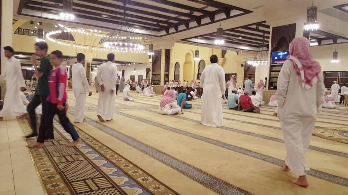 """""""كورونا """" تغلق 7 مساجد في السعودية"""