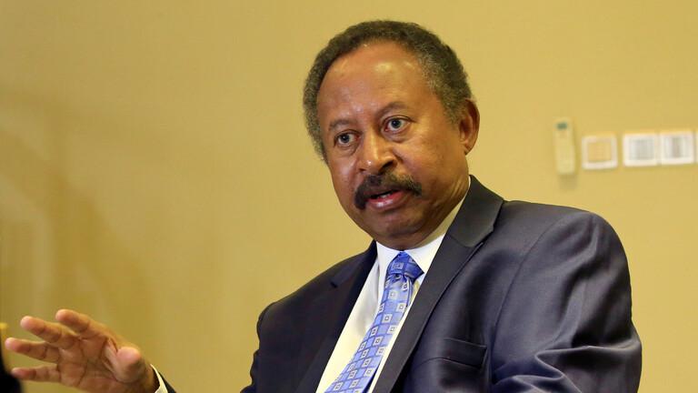 رئيس الوزراء السوداني يصدر قرارا بحل الحكومة الانتقالية