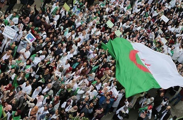 """سخرية عارمة لمواطنين جزائريين بسبب الصدقات المتواصلة ل"""" كبار الكهنة """""""