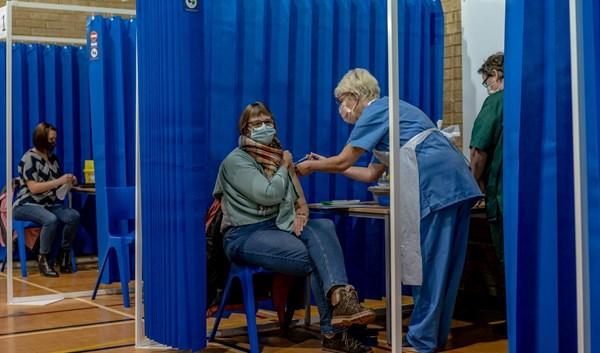 بريطانيا ..أكثر من 20 مليون شخص تلقوا جرعة COVID-19
