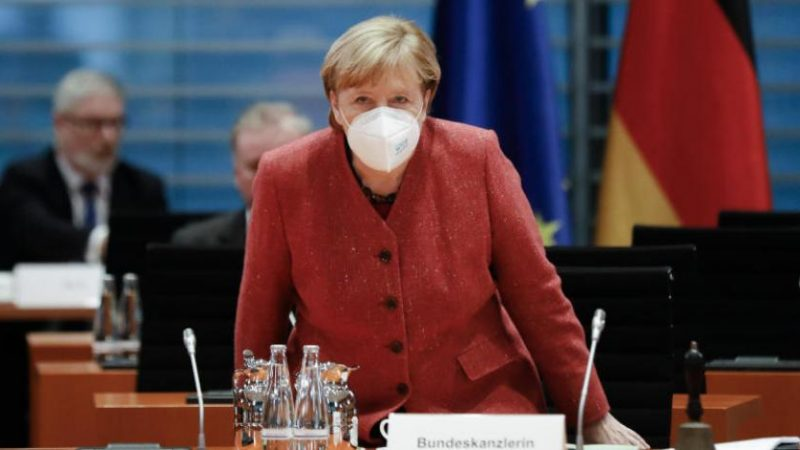 ميركل توضح سبب بطء التلقيح ضد كورونا في أوروبا