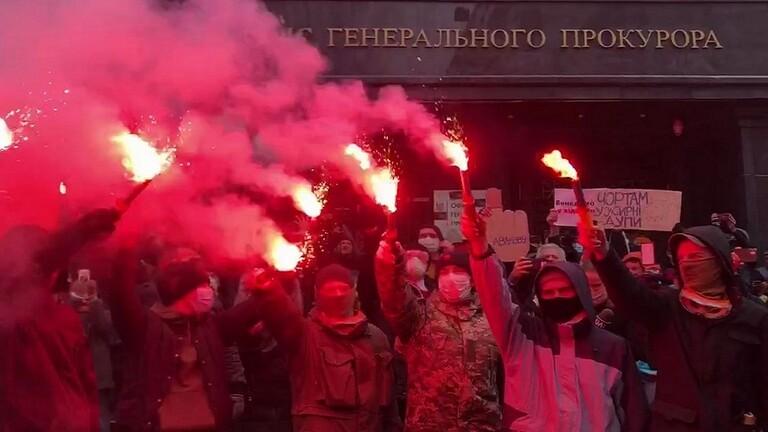 كييف .. احتجاجات بعد الحكم على ناشط يميني بالسجن