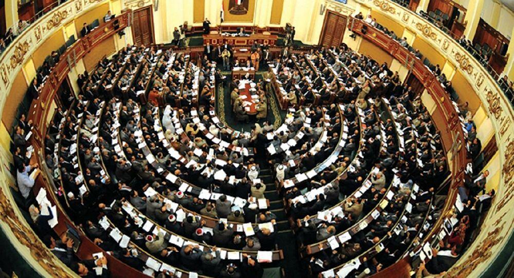 مصر.. فتاة تخلف والدها في مجلس النواب بعد وفاته