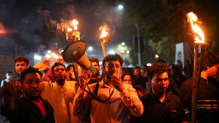 بنغلاديش.. احتجاجات لليوم الثاني بعد وفاة كاتب في السجن