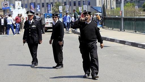 مصر.. شرطي في حالة هيجان يقتل اثنين من زملائه