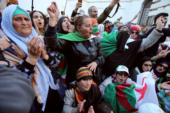 """تخليدا لليوم العالمي للمرأة…مظاهرات صاخبة لجزائريات طالبن فيها بتنحية ال""""تبون"""""""
