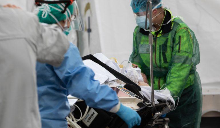 إيطاليا.. تسجيل 423 وفاة جديدة بكورونا