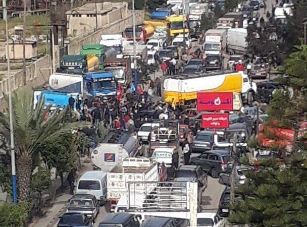 قطع طرقات في لبنان احتجاجا على تردي الأوضاع المعيشية وغلاء الأسعار