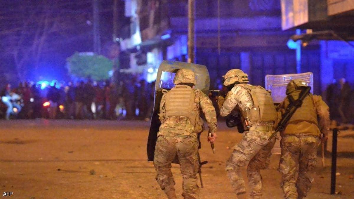 لبنان .. اشتباكات بين الأمن  ومحتجين في محيط البرلمان