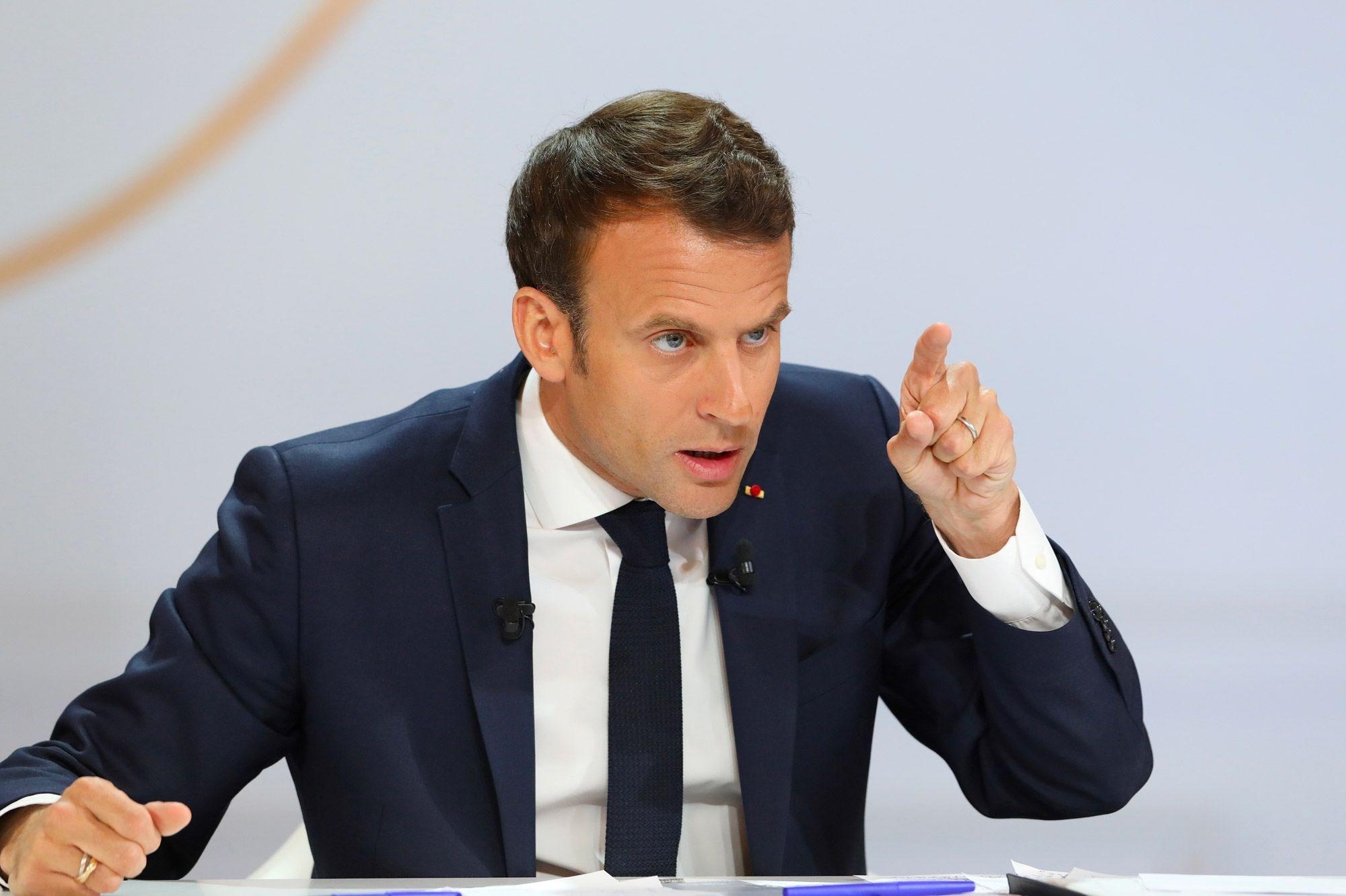 ماكرون يعلن تمديد الإغلاق الجزئي في فرنسا