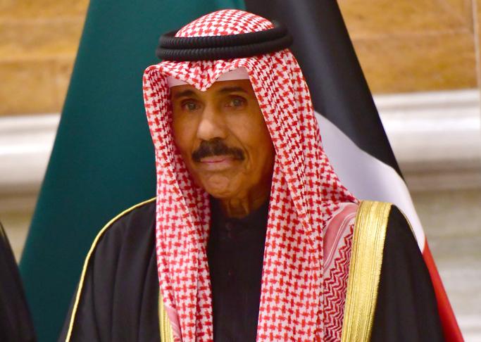 أمير الكويت يوجه بسحب بلاغات الداخلية  ضد المخالفين لإجراءات كورونا