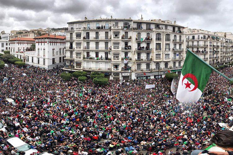 """الجزائر: في ظل عدم الاصغاء لصوت الشعب …حراك مرعب في """" الجمعة 108″… !!"""