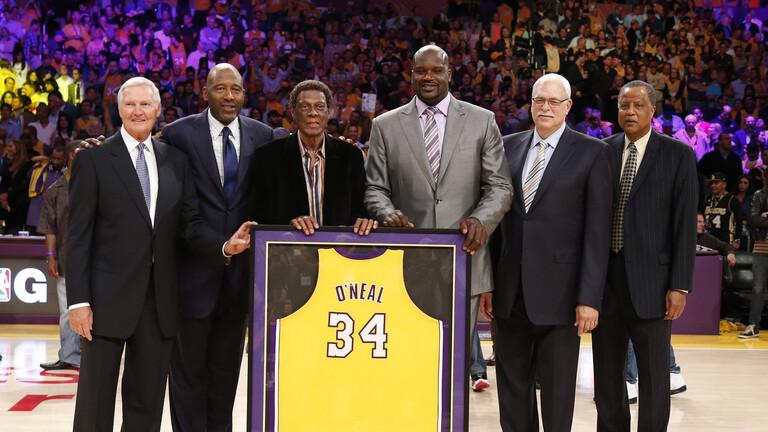 أسطورة ليكرز وأحد أكبر لاعبي دوري كرة السلة الأمريكي إلجين بايلور