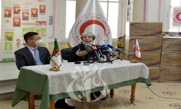 فضيحة البلد القارة:  الصين تتبرع بصدقة  250 ألف كمامة على الجزائر البلد الوحيد في العالم العاجز عن توفيرها