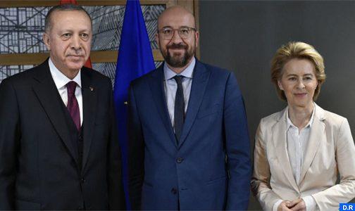 تجديد اتفاقية الهجرة بين تركيا والاتحاد الأوروبي في سياق المؤاخذات المتبادلة