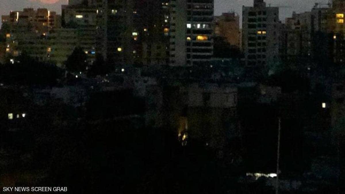 الفساد وعجز إنتاج الكهرباء.. لبنان مهدد بالظلام التام