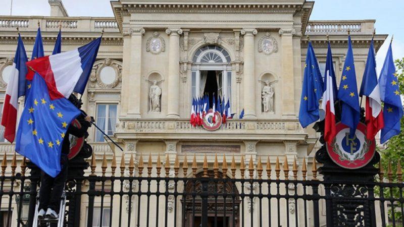 """الخارجية الفرنسية: """"أي هجوم جديد على سيادة أوكرانيا"""" من قبل روسيا سيكون """"أمرا غير مقبول"""" ولن يبقى """"دون عواقب"""""""