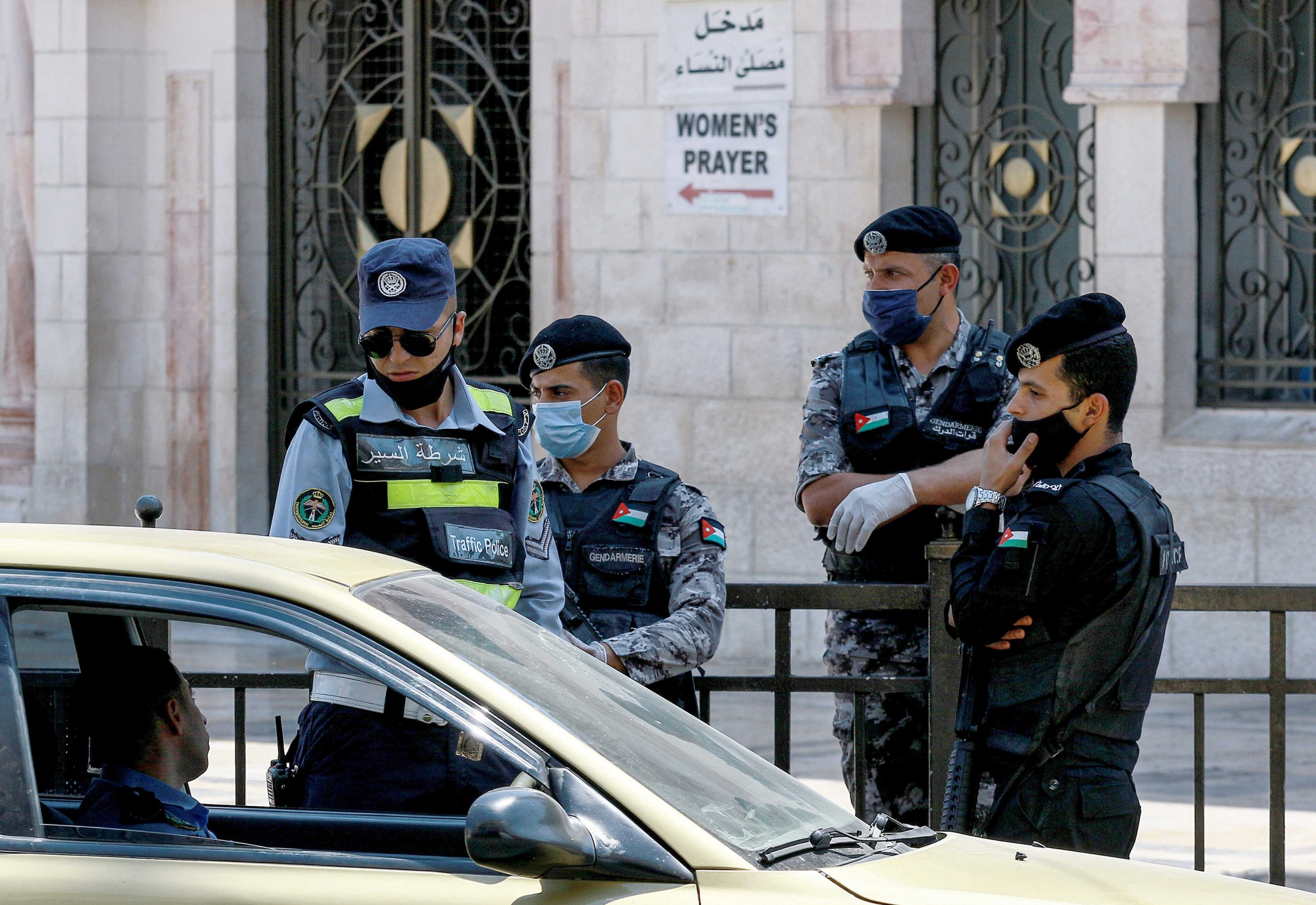 الحكومة الأردنية ترفع حظر التجول يوم الجمعة وتتيح صلاة عيد الفطر  بالساحات