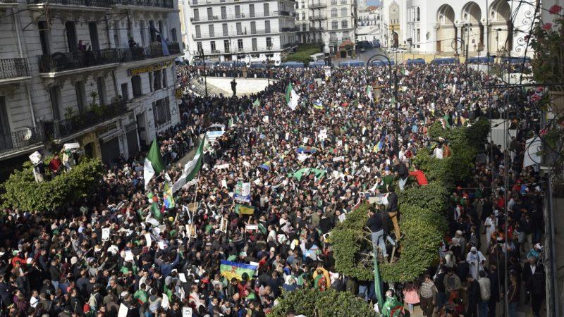 جمهورية تندوف (الجزائر سابقا): عشرات الآلاف يتظاهرون للمطالبة بالإستقلال (فيديو)