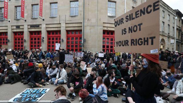 بريطانيا.. مظاهرات ضد قانون يمنح الشرطة مزيدا من السلطات لتقييد الاحتجاجات