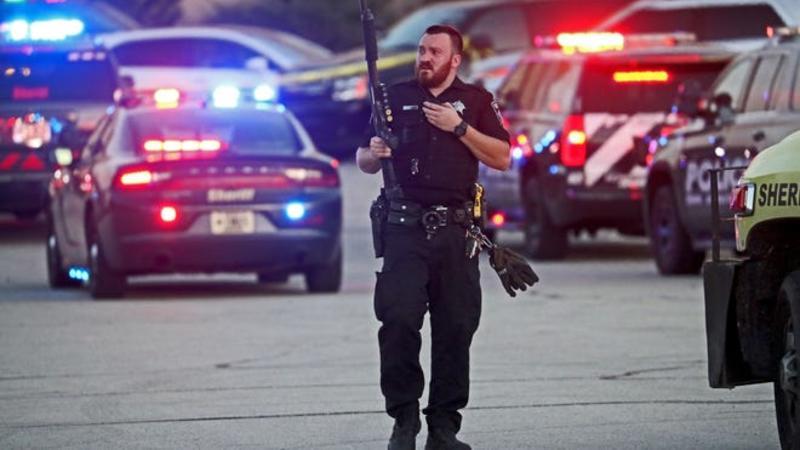مقتل 3 أشخاص وإصابة آخرين في حادث إطلاق نار بمدينة كينوشا الأمريكية