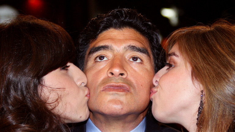 محامي مارادونا يطلق النيران على ابنتيه