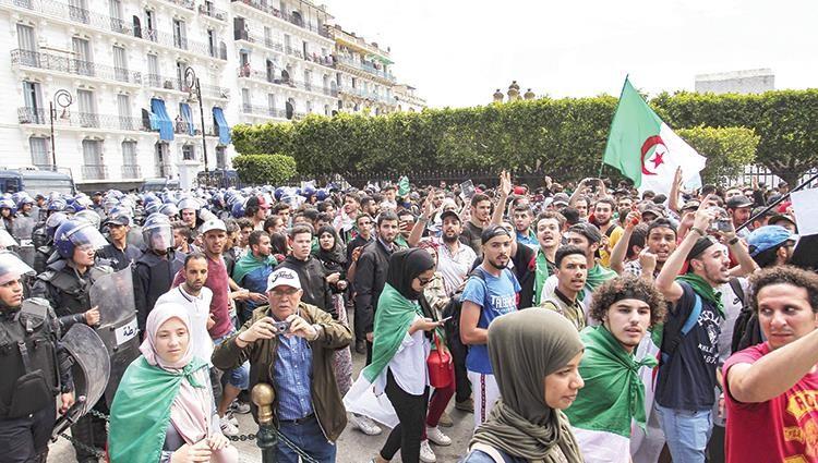 مظاهرات بمطالب جديدة لطلبة الجزائر في ثلاثاء 111