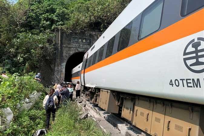 تايوان .. وزير النقل يعلن استعداده للاستقالة بعد كارثة القطار