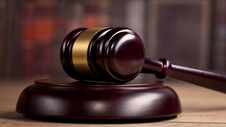 لأول مرة في تاريخ القضاء المصري.. قاض يغرم نفسه على المنصة خلال جلسة محاكمة