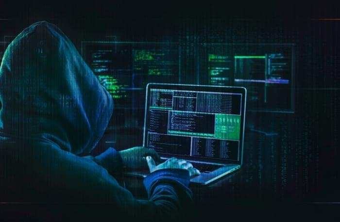 """سرقة ملفات خطيرة من شركة """"آبل"""" تفضح الكثير من الأسرار"""