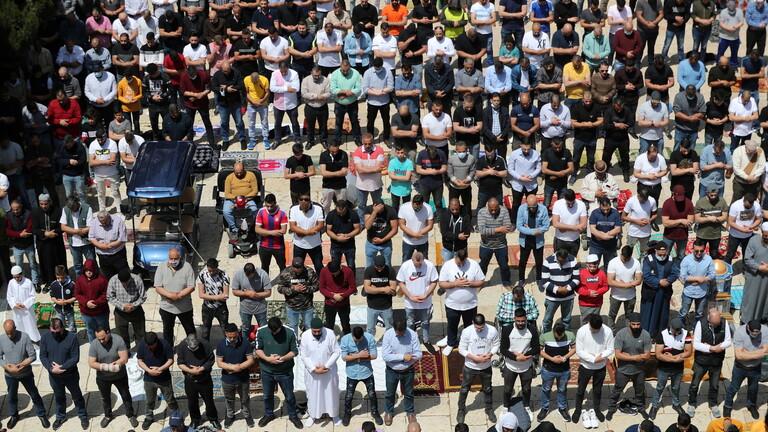 صلاة حاشدة في المسجد الأقصى في أول جمعة من رمضان منذ انتشار كوفيد