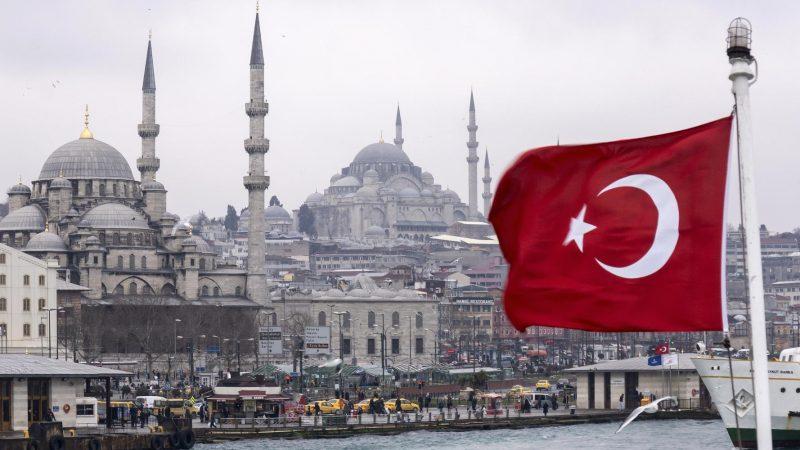 الروس يرفضون السفر إلى تركيا