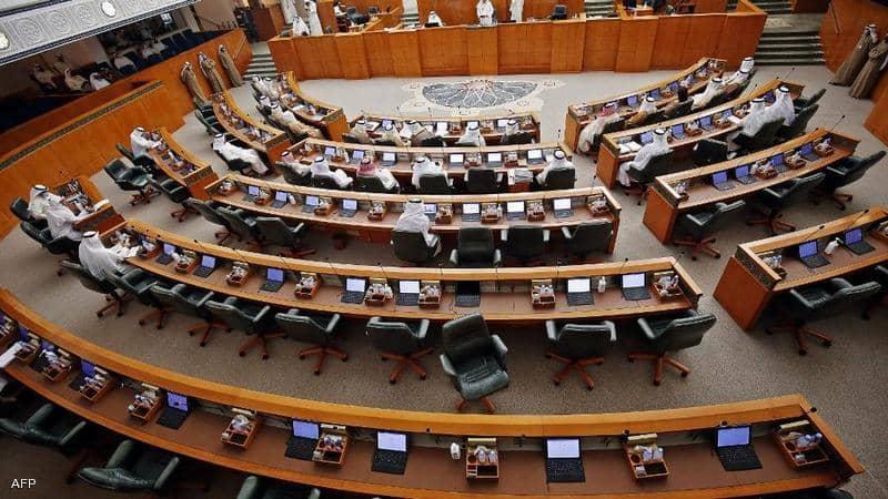 جلسة لمجلس الأمة الكويتي تنتهي بالتشابك بالأيدي