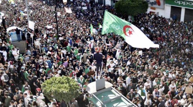 الجزائريون يتحدون القمع ويخرجون في مسيرات الجمعة 117 للحراك الاحتجاجي الشعبي