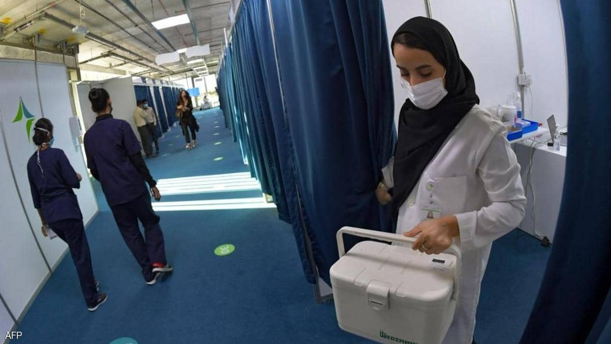 الإمارات تتصدر معدل توزيع لقاح كورونا في العالم