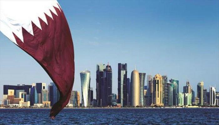 أمير قطر يعفي وزير المالية من منصبه